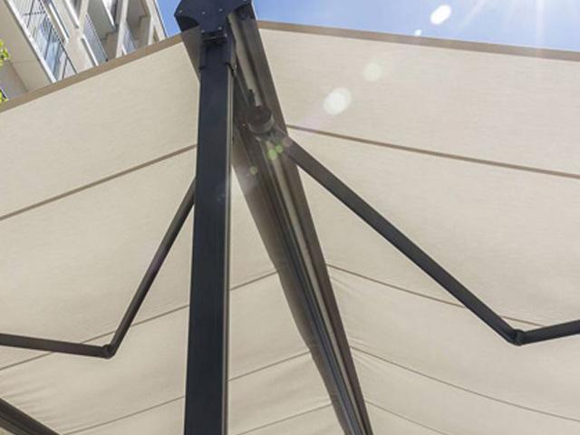 Luxaflex Outdoor Ponto Doble / Louis Tapis Bussum
